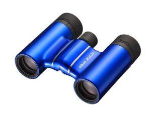 Nikon Aculon T01 8x21 Fernglas auf weissem Grund